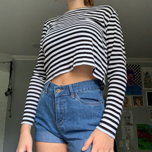 H&M Tops - Cropped long sleeve